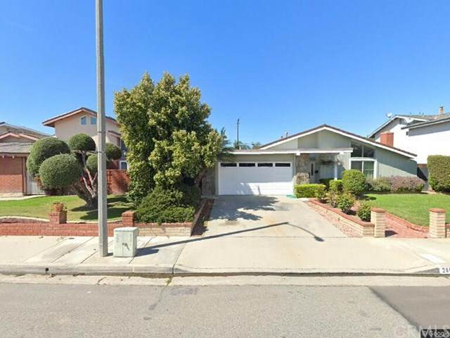 20071 Big Bend Lane, Huntington Beach, CA 92646 (#OC21076468) :: Wendy Rich-Soto and Associates