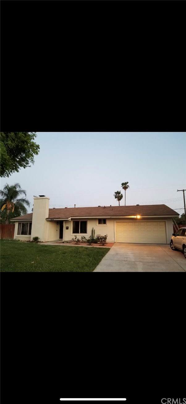 414 Royal Circle, Corona, CA 92879 (#IV21076524) :: Team Tami