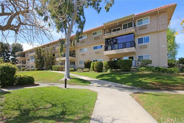 2381 2H Via Mariposa W 2H, Laguna Woods, CA 92637 (#OC21073287) :: Mainstreet Realtors®