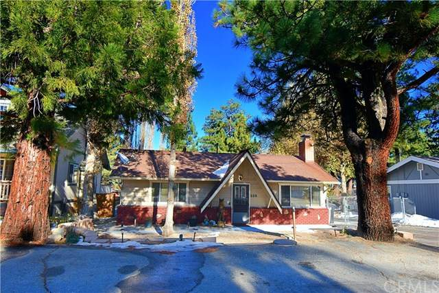 220 Whipple Drive, Big Bear, CA 92314 (#CV21077616) :: Wendy Rich-Soto and Associates