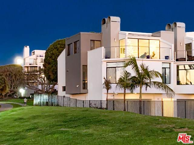43 Sea Colony Drive, Santa Monica, CA 90405 (#21718824) :: The Kohler Group