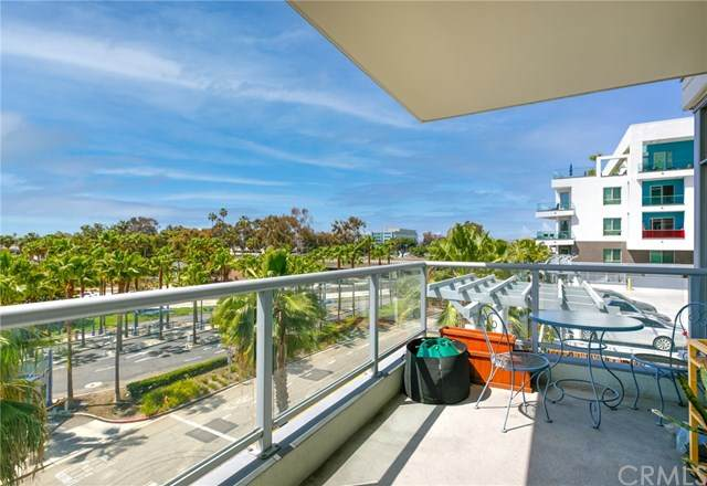 411 W Seaside Way #204, Long Beach, CA 90802 (#PW21077544) :: Wendy Rich-Soto and Associates