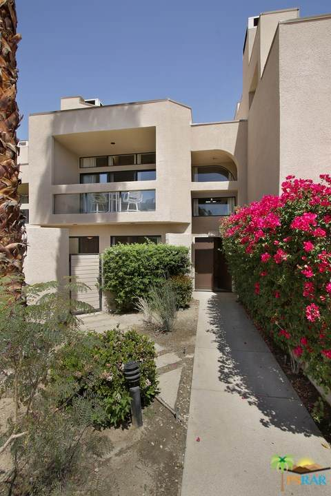 837 N Village Square, Palm Springs, CA 92262 (#21718830) :: Compass