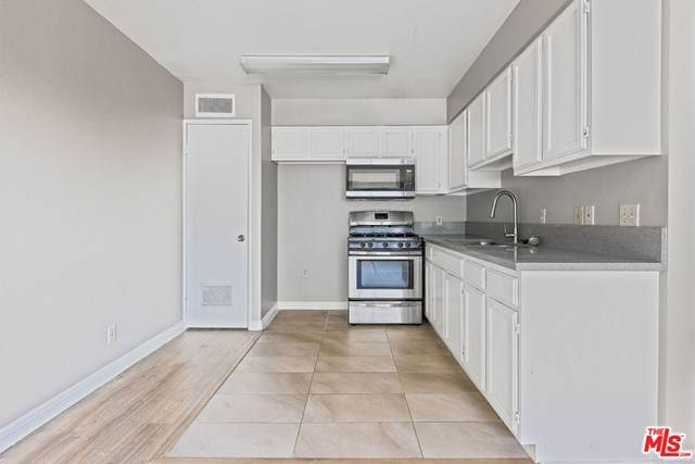 820 St Andrews Place - Photo 1