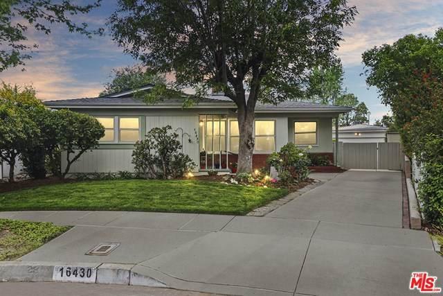 16430 Hamlin Street, Lake Balboa, CA 91406 (#21720672) :: Zember Realty Group