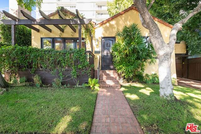 9049 Elevado Street, West Hollywood, CA 90069 (#21720728) :: Berkshire Hathaway HomeServices California Properties