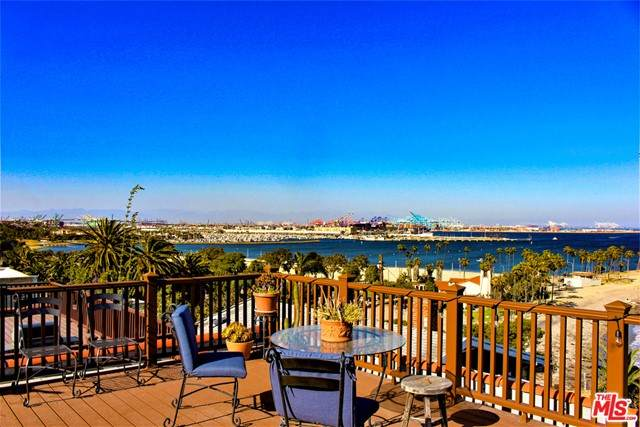 3923 Bluff Place, San Pedro, CA 90731 (#21720950) :: Power Real Estate Group