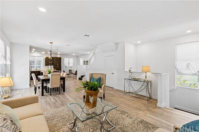 2700 E Chaucer Street #45, Los Angeles (City), CA 90065 (#AR21084187) :: Mainstreet Realtors®