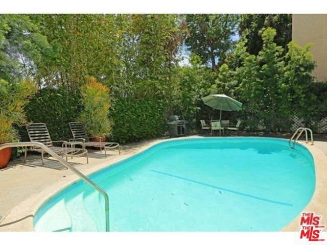 938 Palm Avenue #205, West Hollywood, CA 90069 (#21700296) :: Berkshire Hathaway HomeServices California Properties