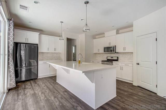 21647 Trail Ridge Dr, Escondido, CA 92029 (#210011498) :: The Costantino Group | Cal American Homes and Realty