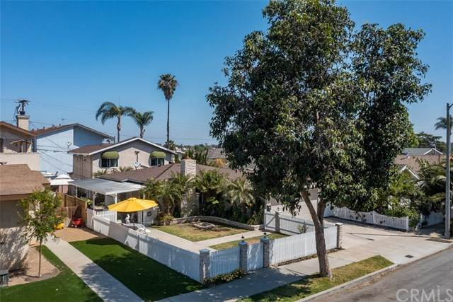 4117 E Theresa Street, Long Beach, CA 90814 (#PW21092448) :: Team Forss Realty Group