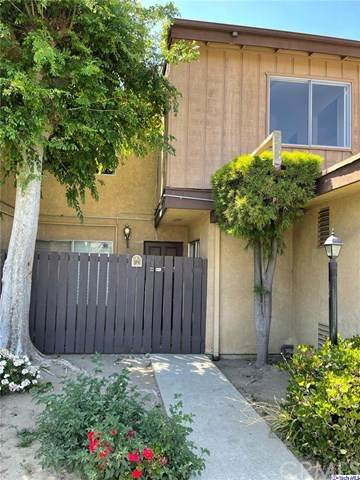 7301 Lennox Avenue D06, Van Nuys, CA 91405 (#320005802) :: The Brad Korb Real Estate Group