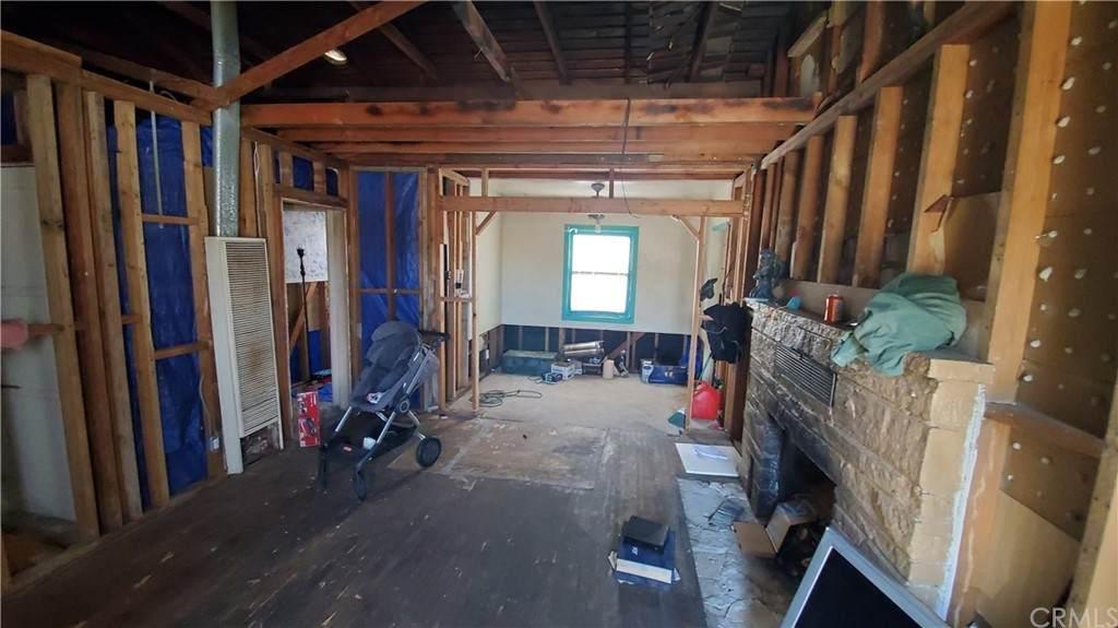 16748 Tracy Street, Victorville, CA 92395 (#IG21093812) :: Mainstreet Realtors®