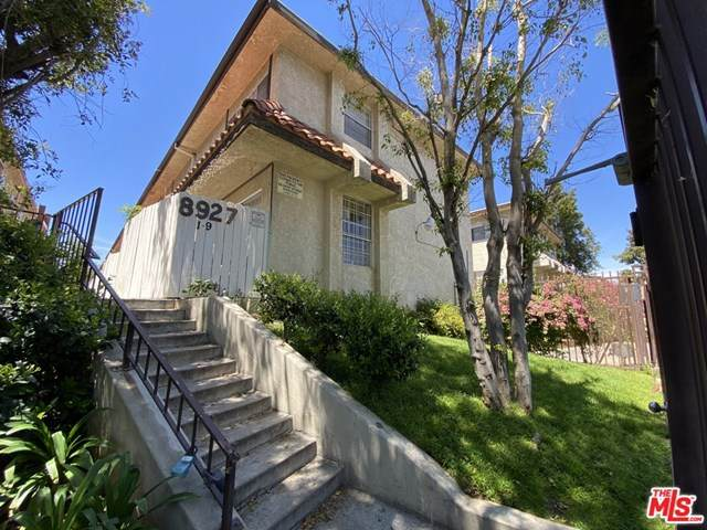 8927 Cedros Avenue #8, Panorama City, CA 91402 (#21727822) :: The Brad Korb Real Estate Group