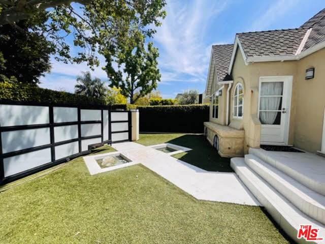 559 Huntley Drive, West Hollywood, CA 90048 (#21728238) :: Mainstreet Realtors®