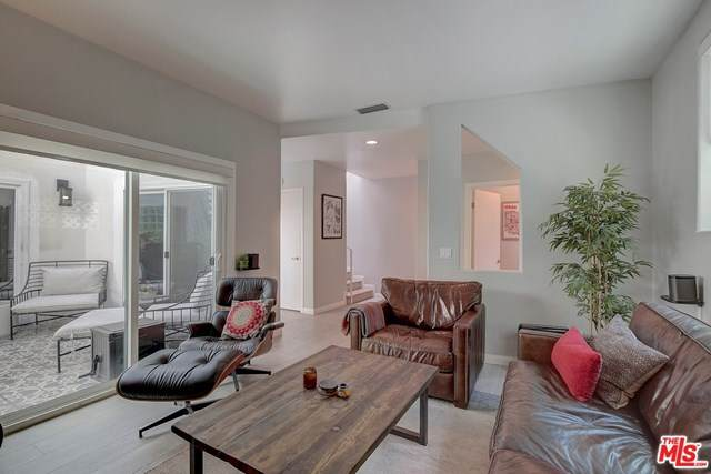 1823 20Th Street #102, Santa Monica, CA 90404 (#21728406) :: The Bhagat Group