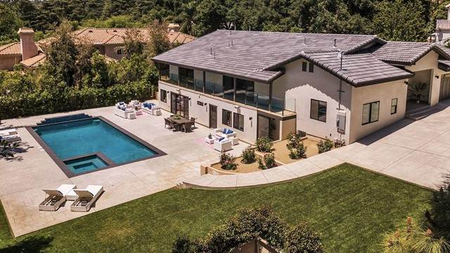 5209 Harter Lane, La Canada Flintridge, CA 91011 (#P1-4625) :: The Brad Korb Real Estate Group