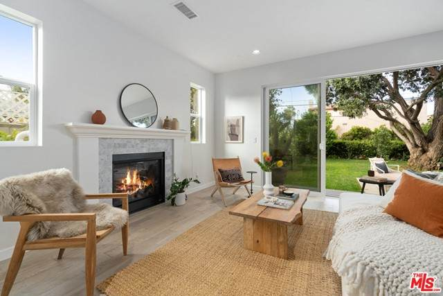 4404 Grand View Boulevard, Los Angeles (City), CA 90066 (#21724680) :: Team Forss Realty Group
