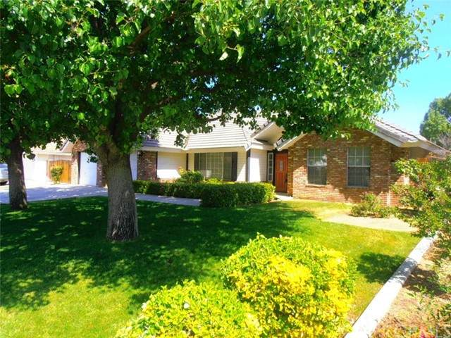 10600 Trophy Court, Bakersfield, CA 93312 (#PW21097805) :: Compass