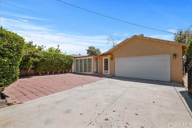 868 W Orange Grove Avenue, Pomona, CA 91768 (#RS21098053) :: RE/MAX Masters