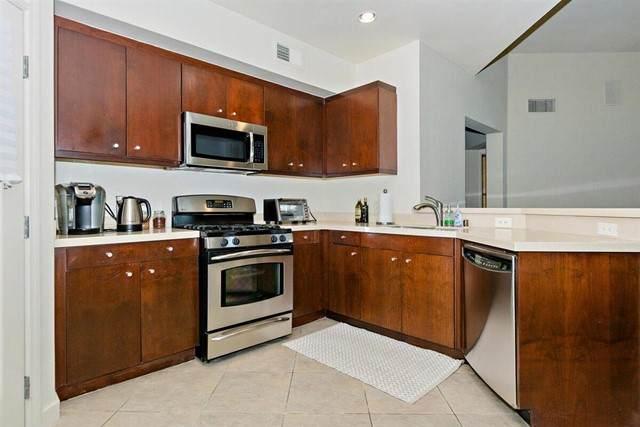 870 E Palm Canyon Drive #201, Palm Springs, CA 92264 (#219061728DA) :: Mainstreet Realtors®