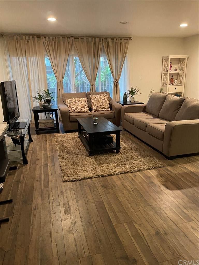 5411 Tyrone Avenue, Sherman Oaks, CA 91401 (#CV21098305) :: The Brad Korb Real Estate Group
