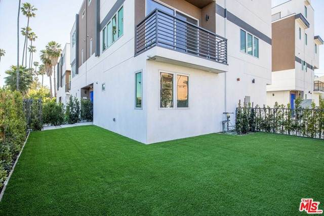 6138 1/2 Lexington Avenue, Los Angeles (City), CA 90038 (#21729320) :: Team Forss Realty Group
