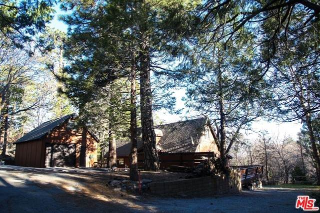 27618 Weirwood Drive, Lake Arrowhead, CA 92352 (#21729460) :: Mainstreet Realtors®