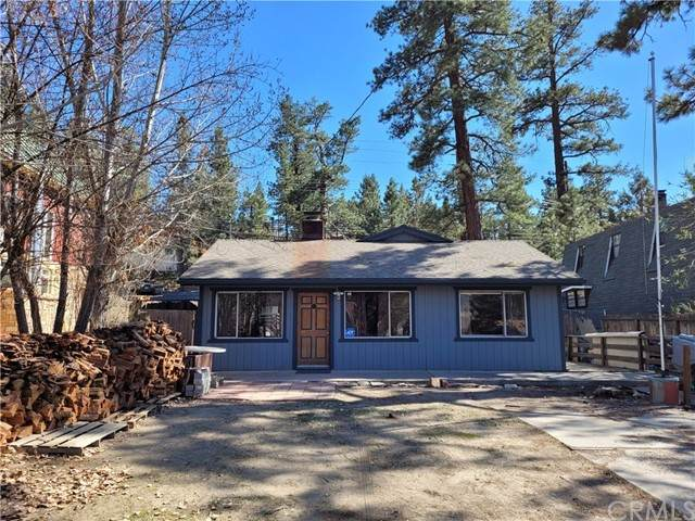 1204 E Country Club Boulevard, Big Bear, CA 92314 (#WS21098823) :: The Laffins Real Estate Team