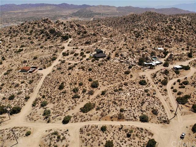 56492 Oakwood Drive, Yucca Valley, CA 92284 (#JT21099224) :: Necol Realty Group
