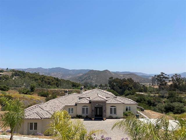 14024 Old San Pasqual Road, Escondido, CA 92025 (#NDP2105130) :: Go Gabby