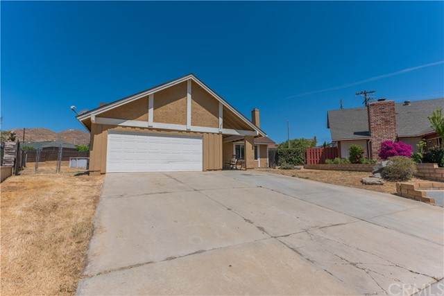 12029 Racket, Moreno Valley, CA 92557 (#DW21099382) :: The Costantino Group | Cal American Homes and Realty