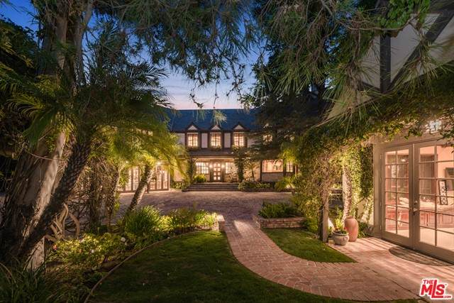 2781 Benedict Canyon Drive, Beverly Hills, CA 90210 (#21729828) :: Mint Real Estate
