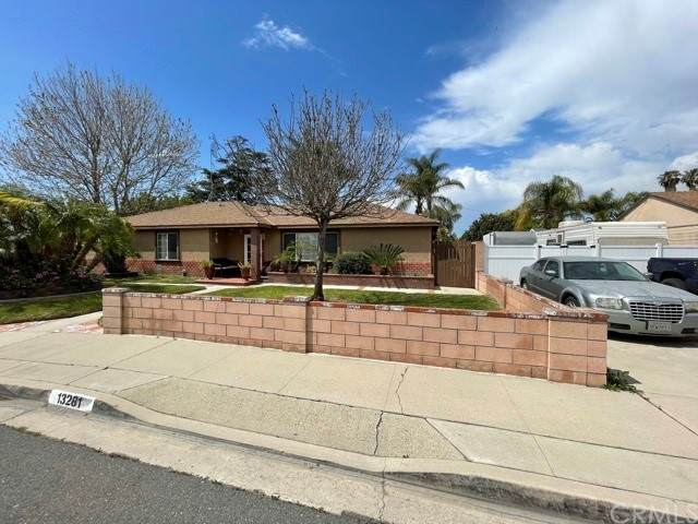 13281 Mono Place, Westminster, CA 92683 (#OC21097573) :: RE/MAX Masters