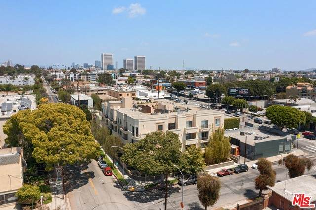 11722 Ohio Avenue Ph5, Los Angeles (City), CA 90025 (#21729632) :: The Costantino Group | Cal American Homes and Realty