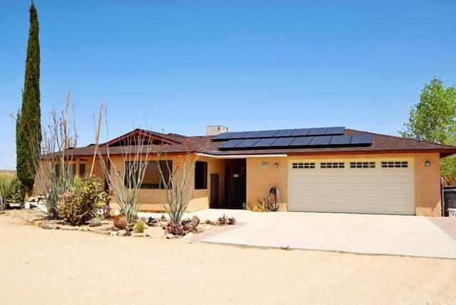 63252 Shifting Sands, Joshua Tree, CA 92252 (#JT21099670) :: Mainstreet Realtors®