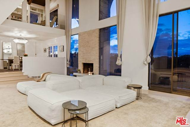 2299 Gloaming Way, Beverly Hills, CA 90210 (#21729816) :: Mint Real Estate