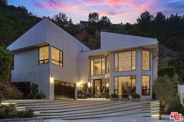 1463 Floresta Place, Pacific Palisades, CA 90272 (#21725712) :: Mainstreet Realtors®