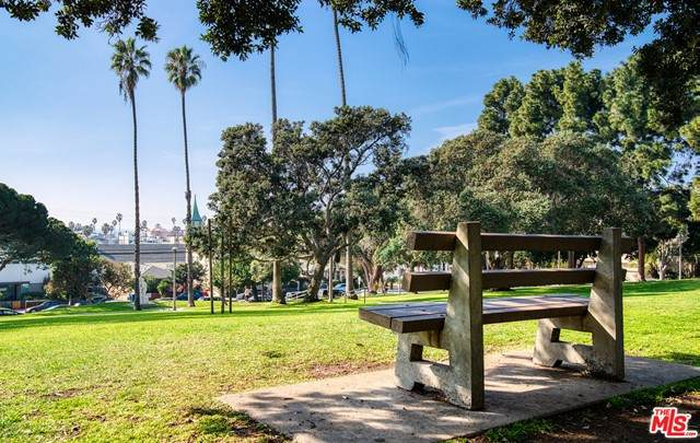 2311 4Th Street #113, Santa Monica, CA 90405 (#21726692) :: Mainstreet Realtors®