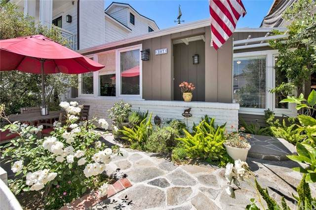 307 Montero Street, Newport Beach, CA 92661 (#PW21099889) :: Mint Real Estate