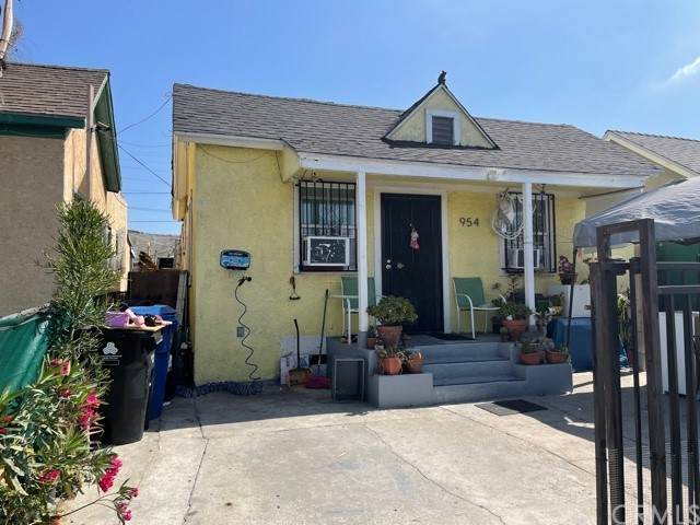 954 E 52nd Place, Los Angeles (City), CA 90011 (MLS #DW21100118) :: Desert Area Homes For Sale