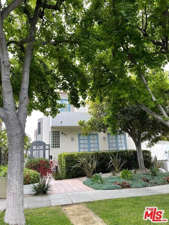 817 17Th Street #3, Santa Monica, CA 90403 (#21721940) :: Mainstreet Realtors®