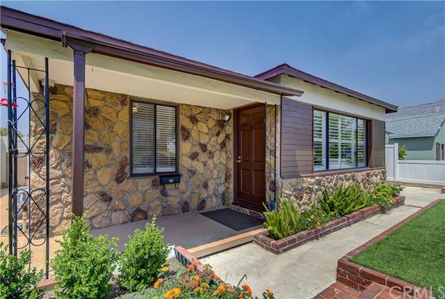 10945 Whitegate Avenue, Sunland, CA 91040 (#BB21096932) :: Blake Cory Home Selling Team
