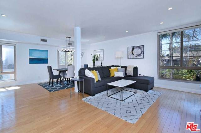 1000 S Westgate Avenue #205, Los Angeles (City), CA 90049 (#21730226) :: Frank Kenny Real Estate Team
