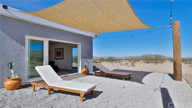 5737 Mojave Ranch Road, Joshua Tree, CA 92252 (#JT21099526) :: Mainstreet Realtors®