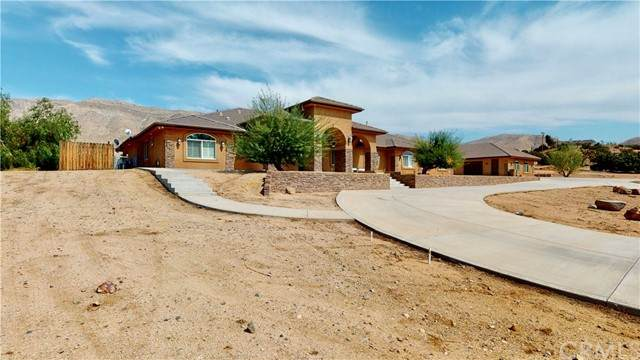 20226 Sunset Drive, Apple Valley, CA 92308 (#EV21100239) :: Realty ONE Group Empire