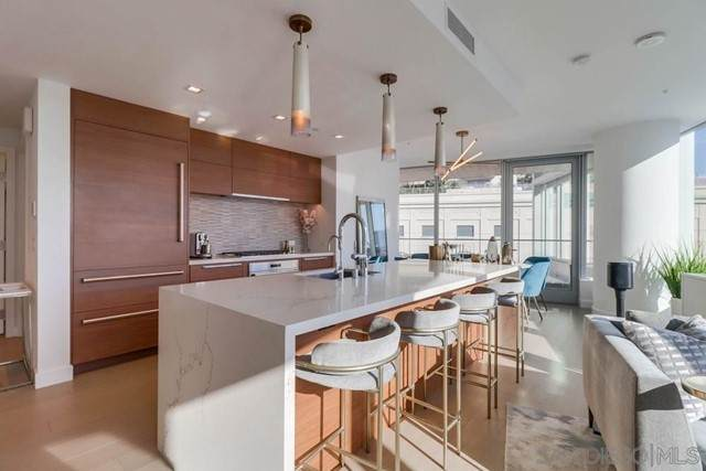 888 W E Street #303, San Diego, CA 92101 (#210012514) :: Mint Real Estate