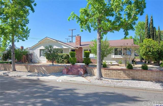 3921 Community Avenue, Glendale, CA 91214 (#320006047) :: Team Forss Realty Group