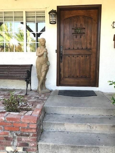 6933 Cozycroft Avenue, Winnetka, CA 91306 (#SR21100010) :: Compass