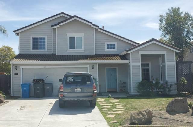 2201 Highland Drive, Hollister, CA 95023 (#ML81840576) :: The DeBonis Team